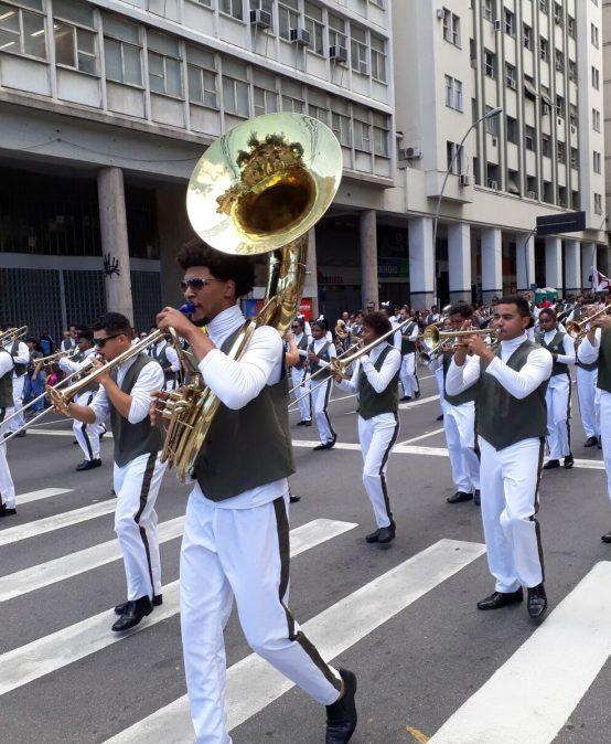 "Desfile cívico de 7 de setembro: ""marca registrada"" do Colégio Plínio Leite"