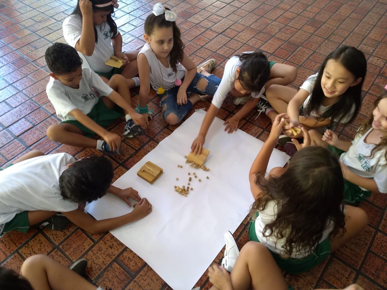 Material dourado de Maria Montessori – presença constante na escola