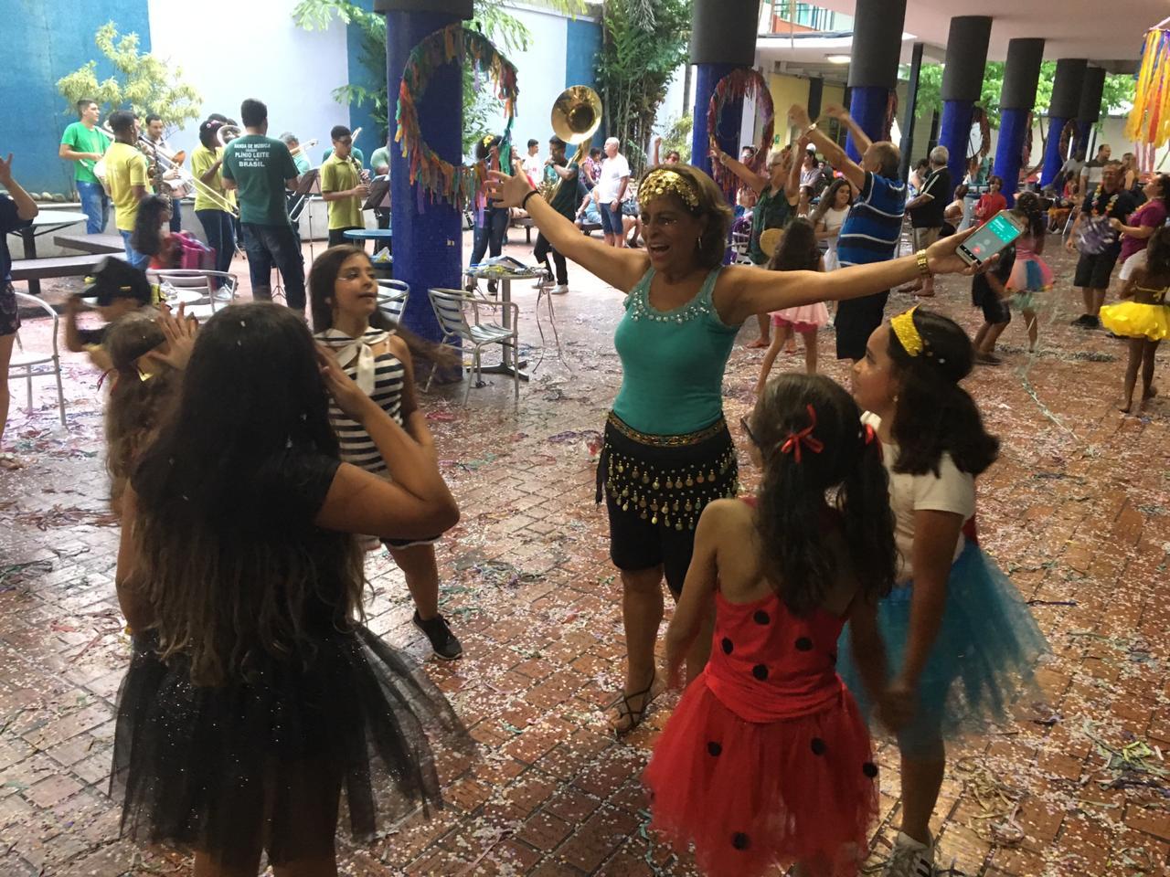 Carnaval: FOLIA e ALEGRIA da infância a terceira idade