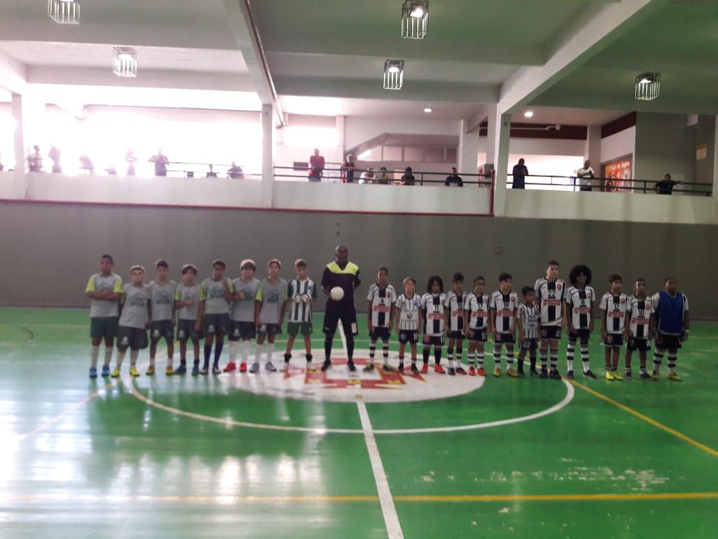 Clube de esportes: amistoso no futsal