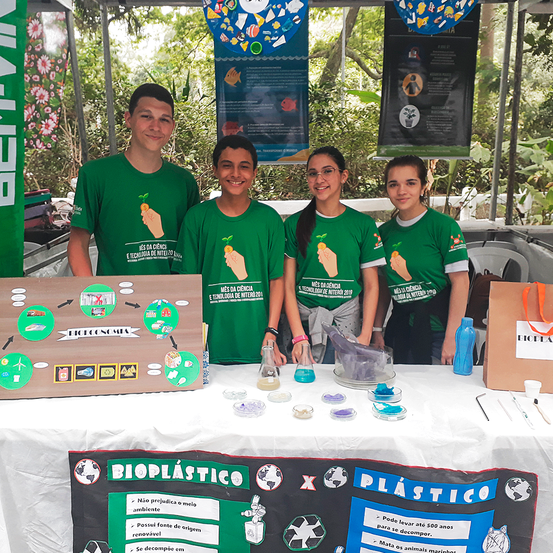 Trabalhos de alunos do Plínio Leite fazem sucesso em Feira de Ciência